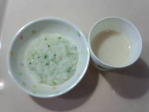 今日のおやつは【七草粥と甘酒】です。