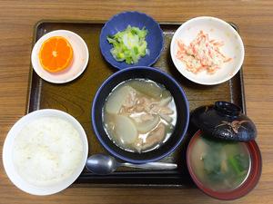 今日のお昼ごはんは、かぶと豚肉の治部煮、お浸し、人参の白和え、みそ汁、果物でした。