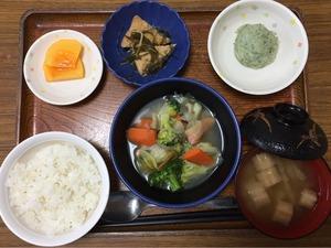 今日のお昼ごはんは、ウィンナーと野菜のスープ煮、のり塩ポテト、含め煮、みそ汁、果物でした。