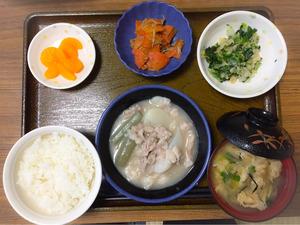 今日のお昼ごはんは、かぶと豚肉の治部煮風、天かす和え、じゃこ人参、みそ汁、果物でした。