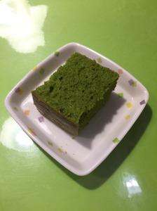 今日のおやつは【小松菜ケーキ】でした。