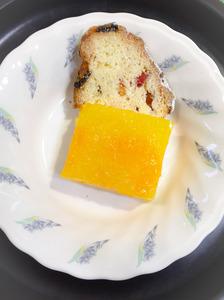 今日のおやつは【オレンジゼリーとシュトレーン】でした。