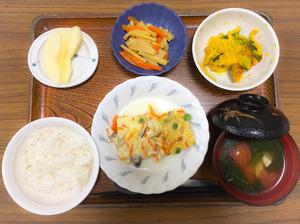 今日のお昼ごはんは、擬製豆腐、和え物、きんぴら、お汁、果物でした。