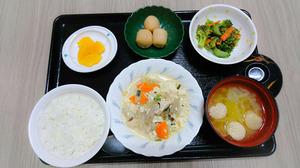 今日のお昼ご飯は炒り豆腐    梅おかか和え   里芋煮   みそ汁   果物 です