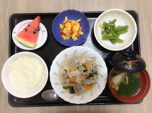 今日のお昼ごはんは、和風ポトフ、いんげんの天かす和え、炒り卵、みそ汁、果物でした。