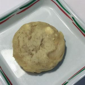 今日のおやつは【さつま芋とりんごのおやき】です。