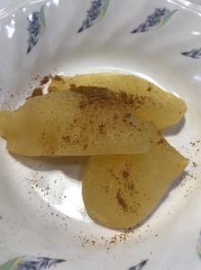今日のおやつは【煮りんご】でした。